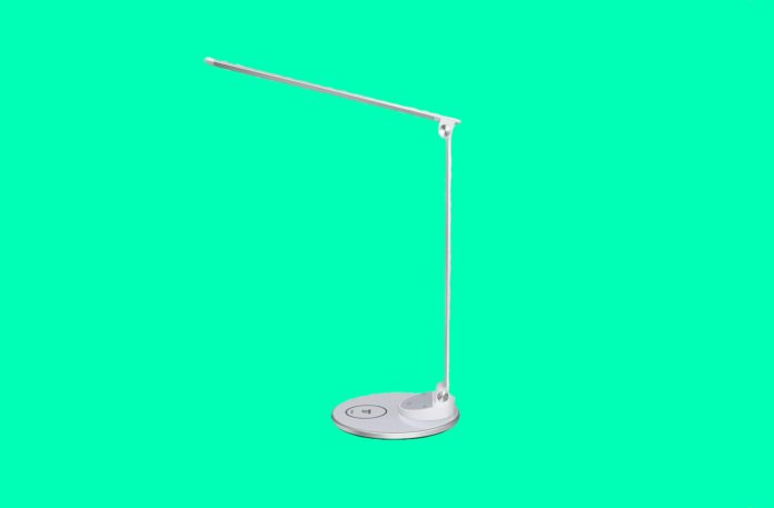 TaoTronics TT-DL044 Eye-Caring Metal LED Desk Lamp with Fast Wireless Charger for iPhone