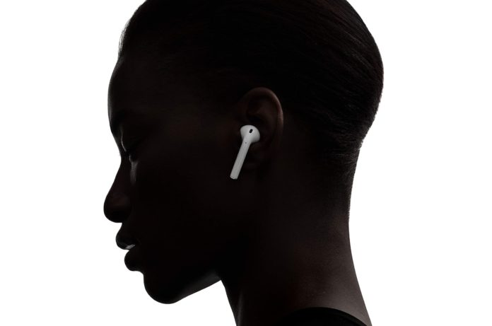 Apple AirPods with Wireless Charging Case -min